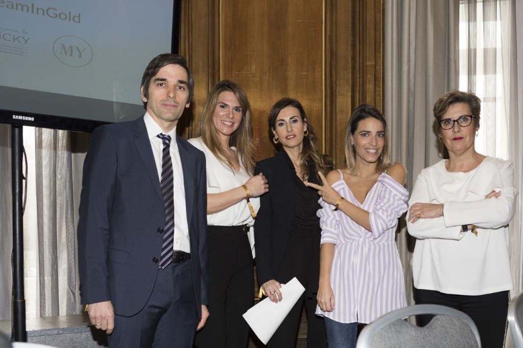 El Doctor Lassaletta del Hospital Niño Jesús, Myriam Yébenes, Laura García Marcos, madre de Vicky y fundadora de la Asociación;  la presentadora Flora y la Doctora Ana Patiño García.