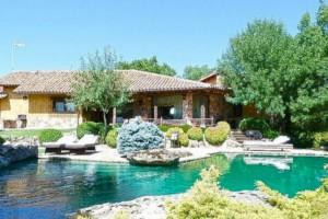 Será por agua, repito, muy poco ecológica semejante piscina.