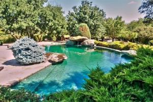 Ya quisiera Kim Kardashian una piscinica así...