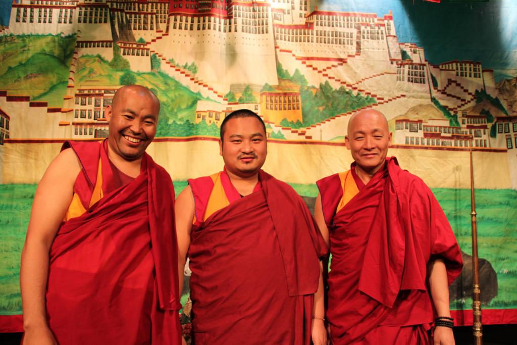 El Lama Jampa Chopor junto al venerable  Jangcchub Rimpoché y el venerable Gueshe Lobsang Tendar