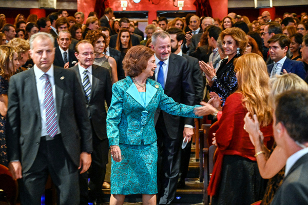 En segundo término Nati Abascal, no fue invitada a la boda del niño Alba, ni falta que le hace. Está donde tiene que estar